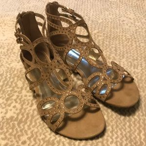 Report Size 8.5 Sandals